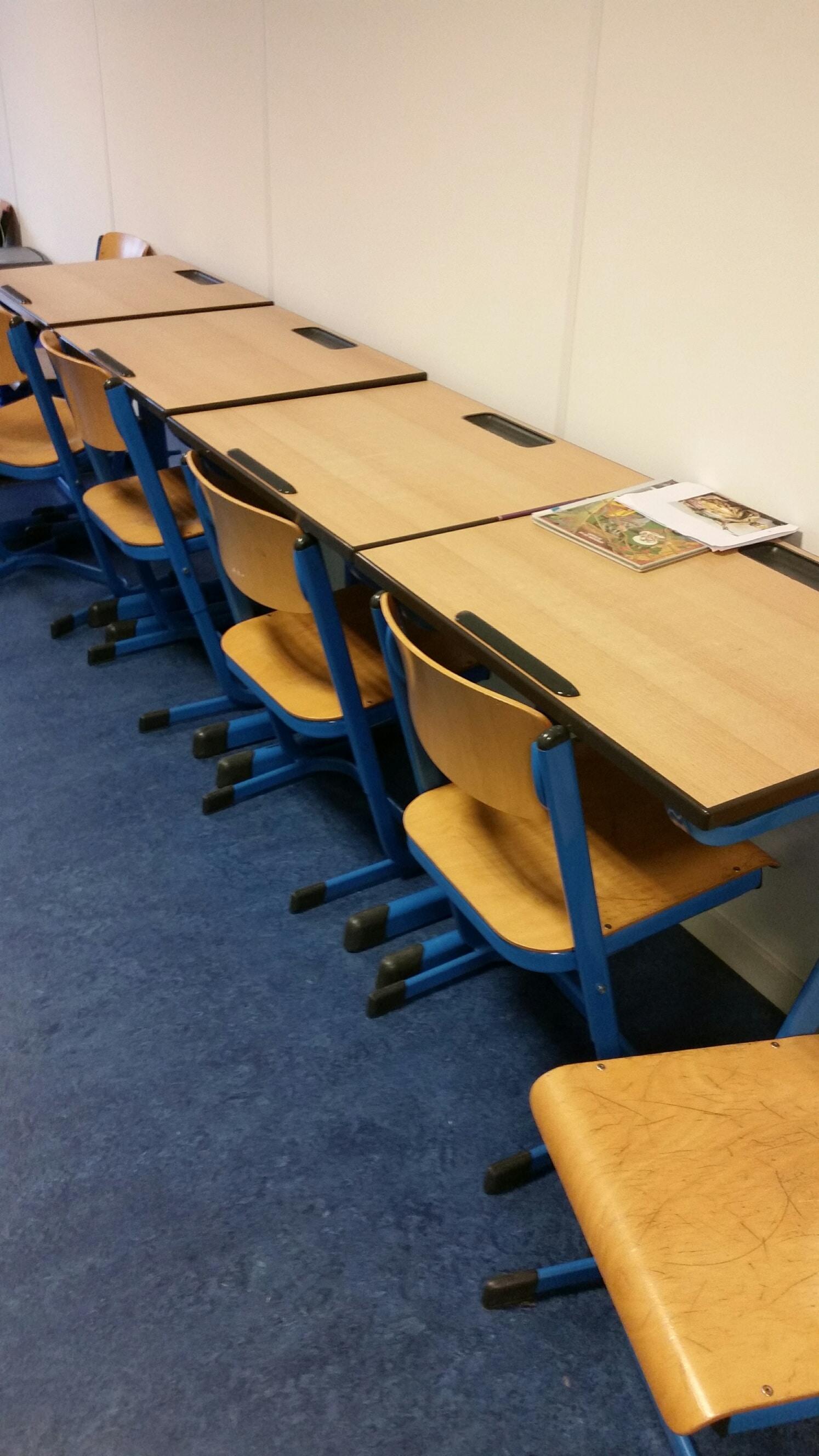 Bureaus-kasten-en-bureaustoelen-af-te-halen-bij-Mondial-Oostland-Verhuizingen-5