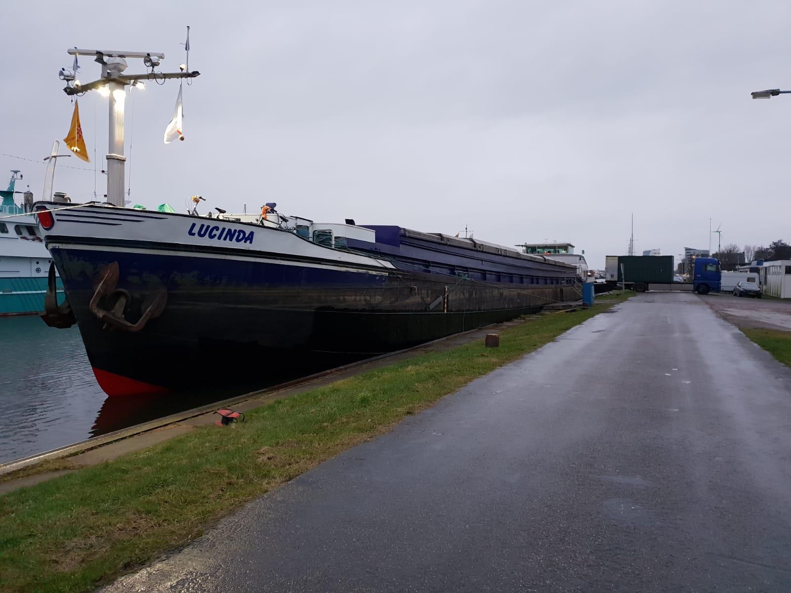 Mondial Oostland Verhuizingen verzorgt verhuizing en opslag vanaf een binnenvaartschip